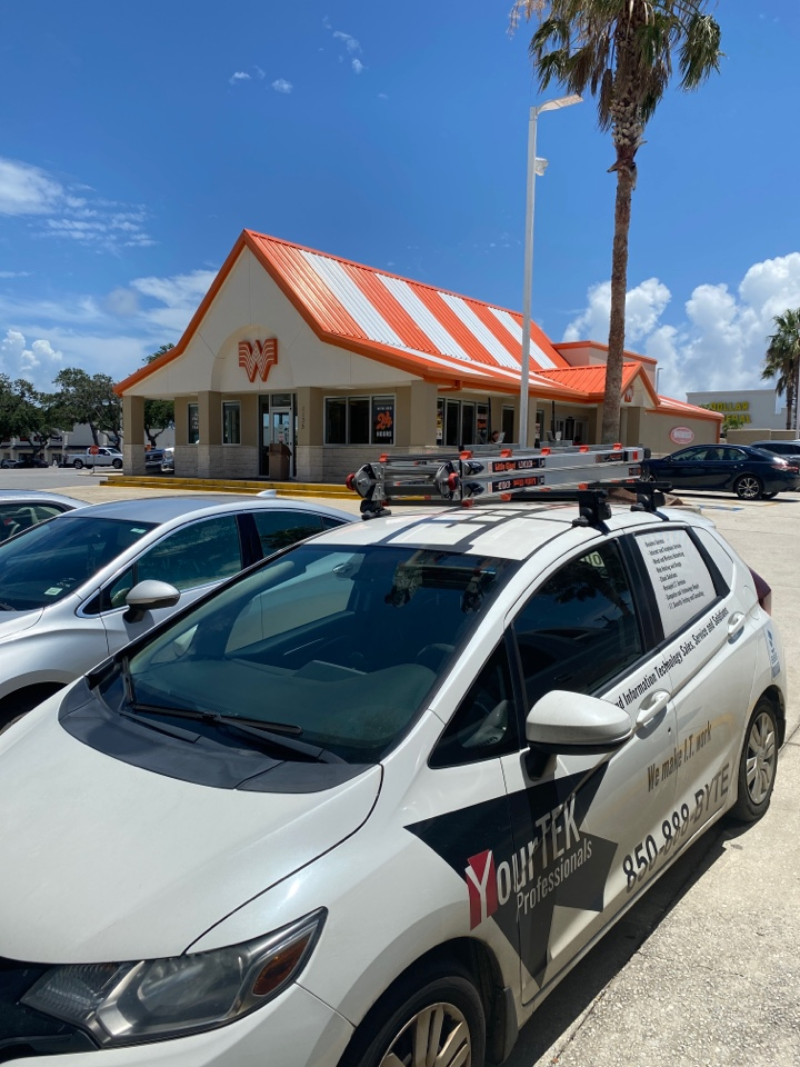 Gulf Breeze, FL - Making sure this Whataburger in Gulf Breeze can effectively serve their customers
