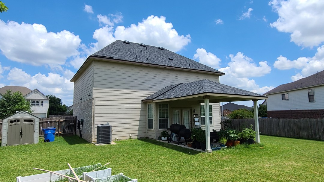 Round Rock, TX - Time for a new Sherwin Williams Paint job with free Resiliance paint upgrade, and new James Hardie trim to fully transform this 2007 home's exterior!