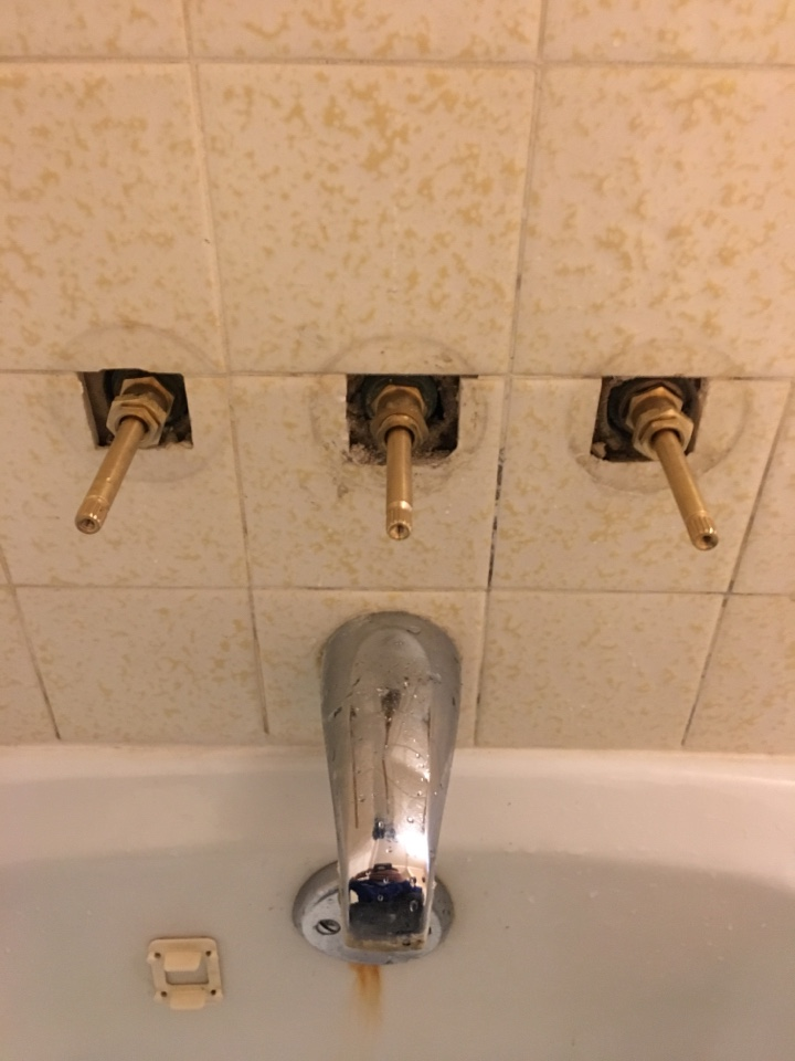 Richardson, TX - Sayco Tub shower faucet leaking. Install new sayco stems and seats. Plumber in Richardson TX