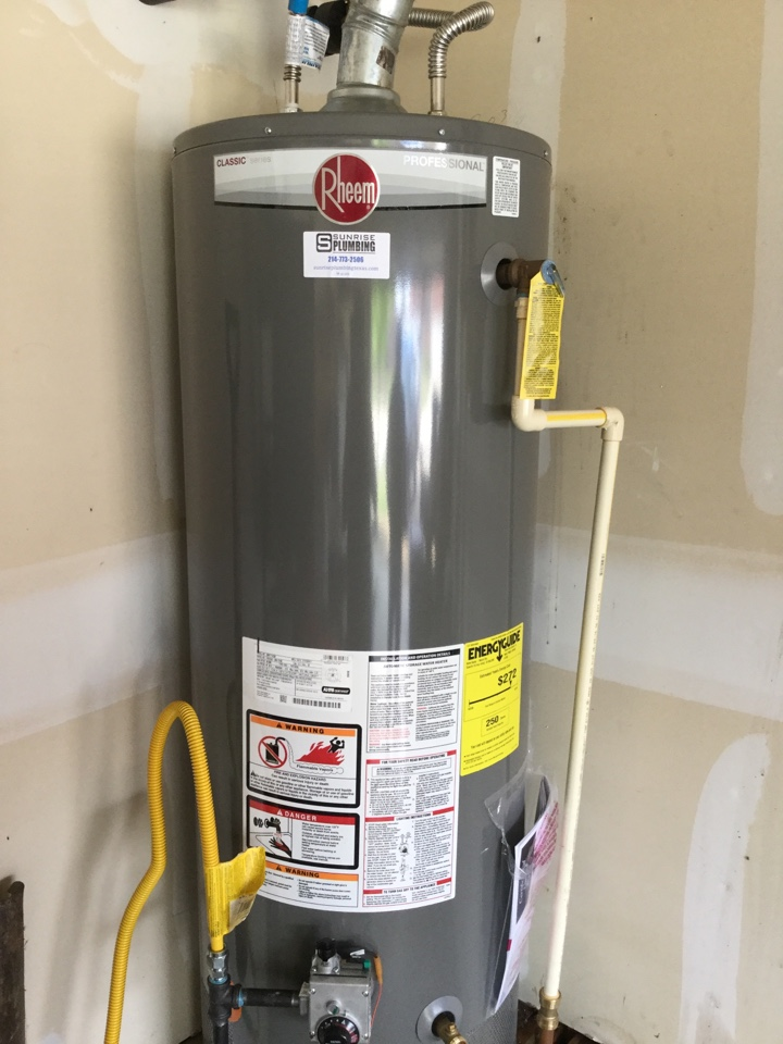 Forney, TX - 50 gallon gas water heater in garage is leaking from bottom. Install new Rheem professional water heater in garage. Forney plumbers
