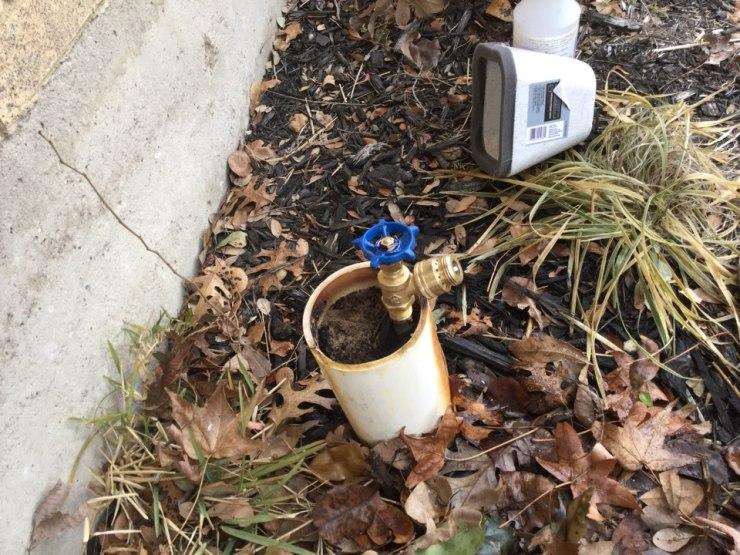 Dallas, TX - Hose bib in the front yard is leaking needs repair. Installed new hose bib with vacuum breaker. Dallas plumbers