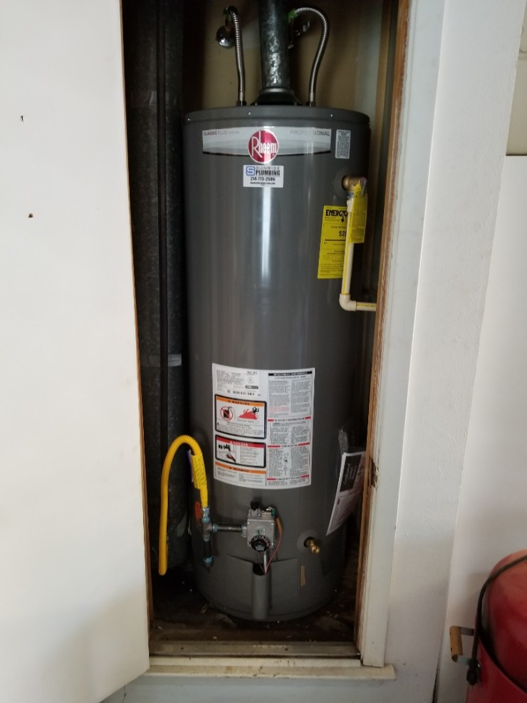 Dallas, TX - 50 gallon gas water heater and garage closet is leaking need repair.  Install new 50 gallon 8 year warranty rheem water heater. Dallas plumbers.