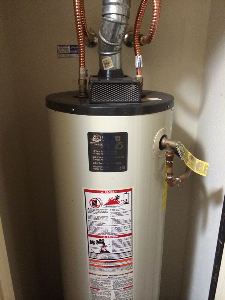 Murphy, TX - Water heater leaking. Needs replacement. Needs new water heater installation.
