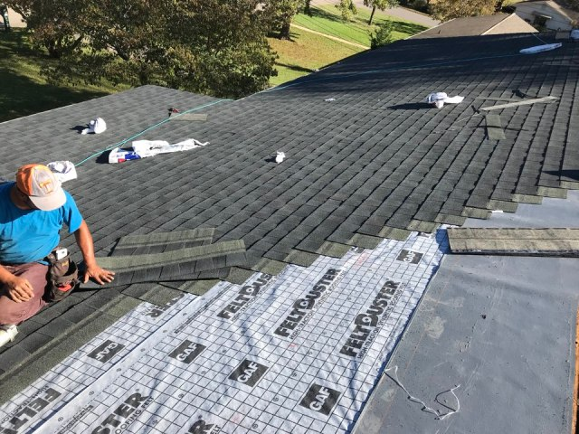 Knoxville, TN - Finishing up a GAF Charcoal roof!