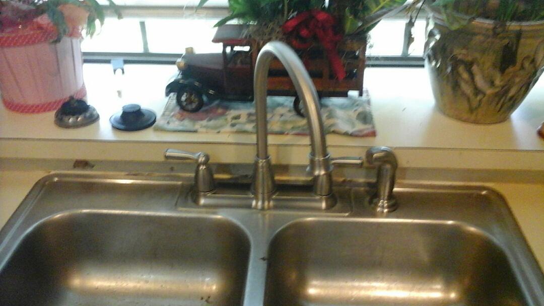 Cedar Hill, TX - Kitchen faucet is leaking