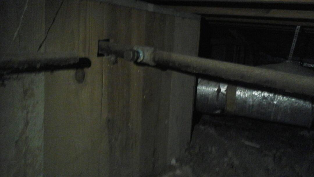 Dallas, TX - Gas leaks under house