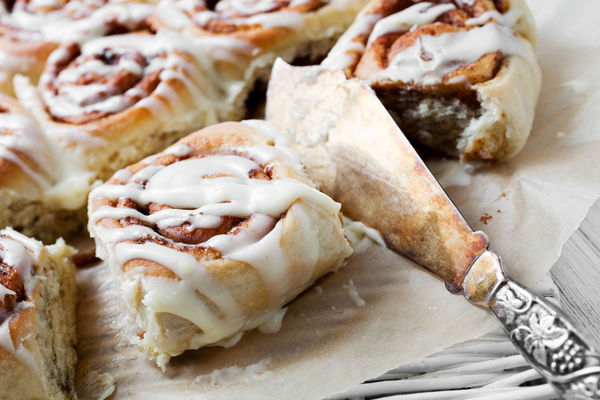 These Cinnamon Rolls Are Crazy Good - With Homemade Dough You Don't Have To Wait For!!