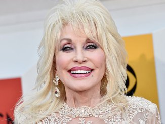 <div>Dolly Parton sparkles in new song,