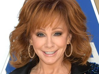 """Reba McEntire gets in on the """"I'm a Survivor"""" TikTok trend, with help from a pair of ungrateful donkeys"""