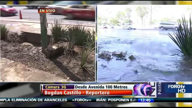 Fuga de agua provoca afectaciones en Avenida 100 Metros