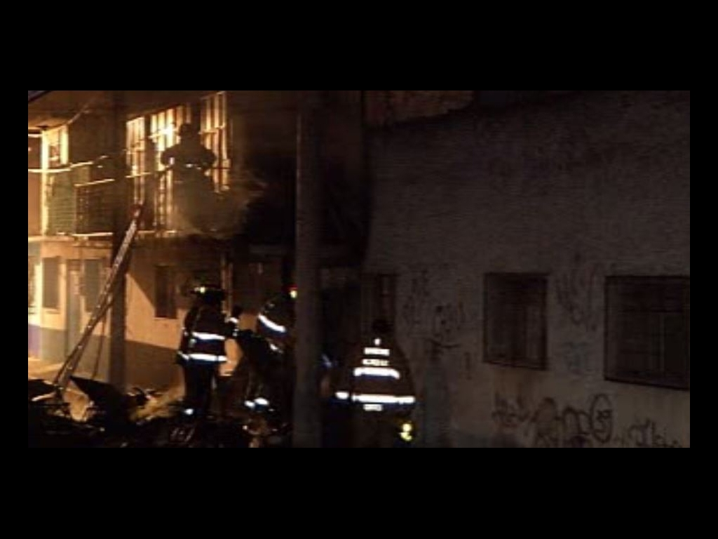 Controlan incendio en vivienda de Azcapotzalco
