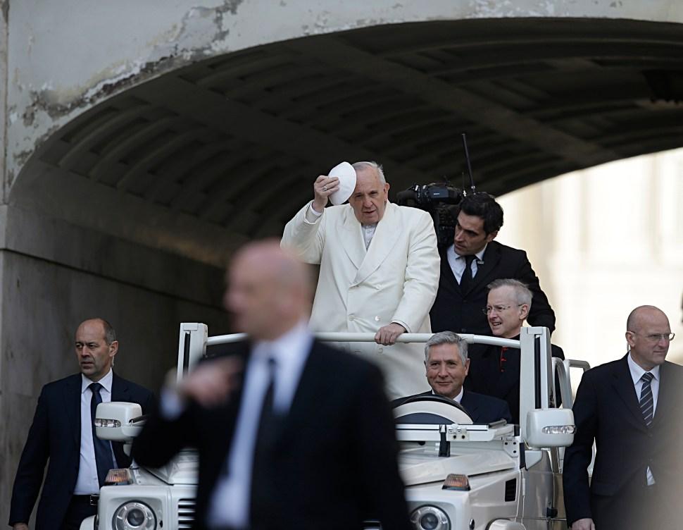 Papa oficiará la misa de Jueves Santo y lavará los pies a detenidos en Roma