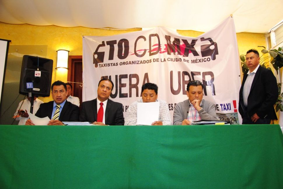 Taxistas en desacuerdo por regularización de Uber