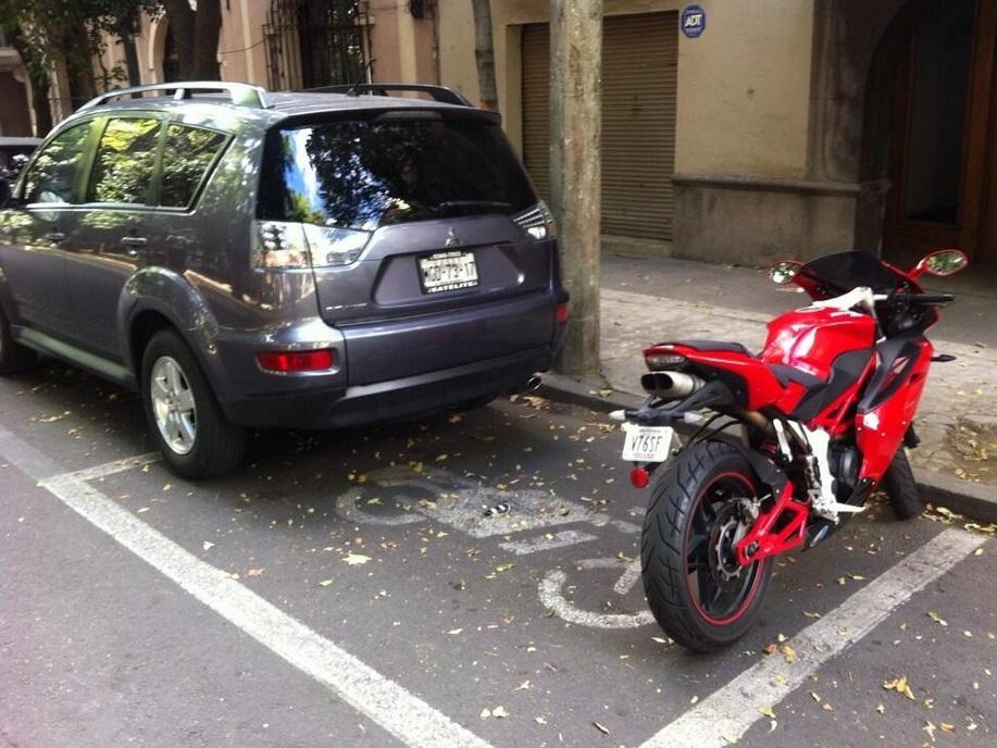 Motocicletas libran pago de parquímetro