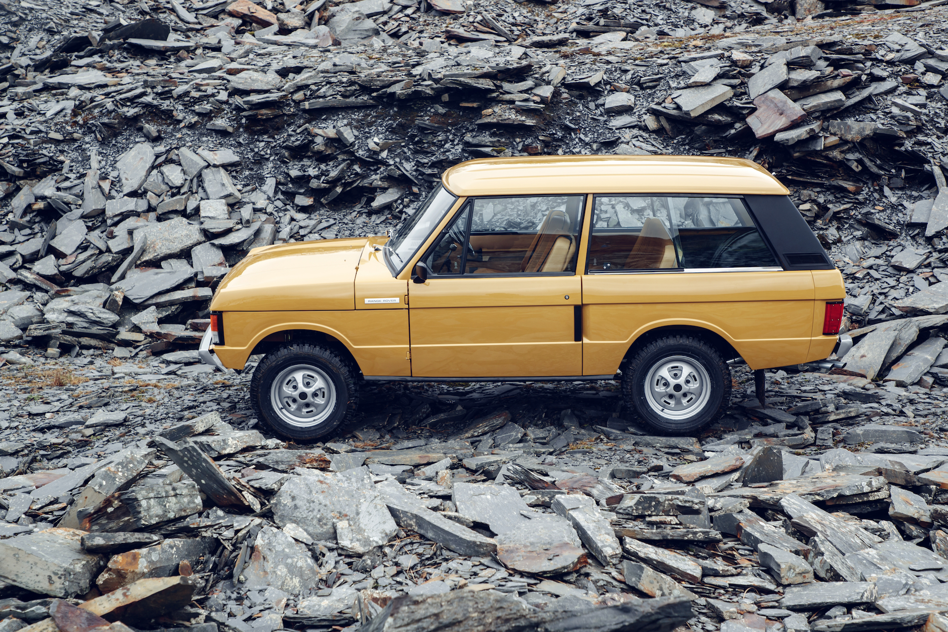 Land Rover Classic Restored the Original Range Rover to Like New
