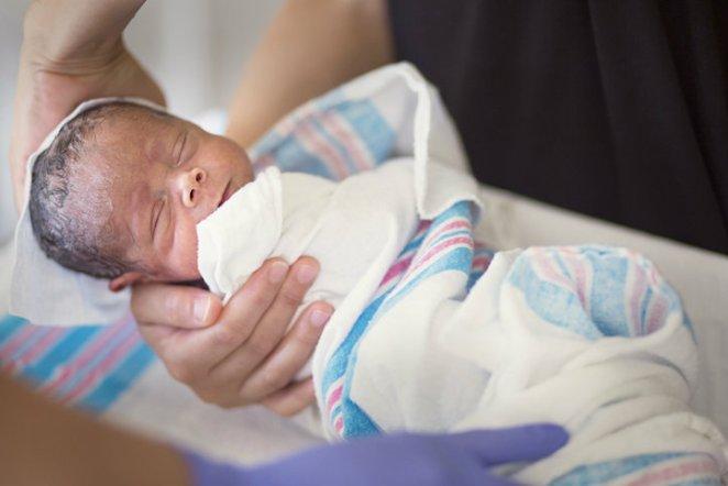 confeso haber intercambiado cerca de 5000 bebés mientras laboraba como enfermera