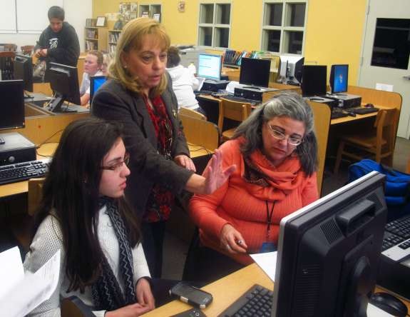 Miami Beach Senior High college adviser Maria Sahwell helps Anahi Hurtado, left, and her mother fill out the FAFSA. Credit John O'Connor / StateImpact Florida