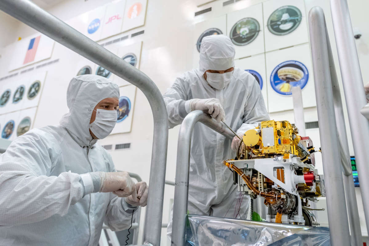 China unveils full-sized models of its Mars rover and lander