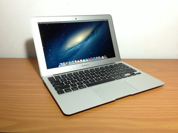 Apple MacBook Air 11 Inch MJVM2 Early 2015 Core i5 256GB SSD