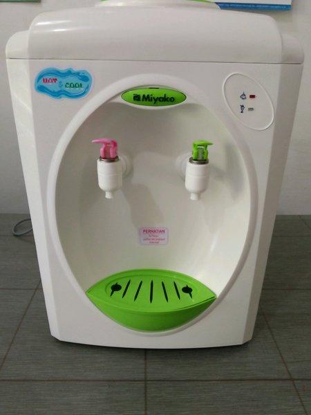 Dispenser Miyako Panas dan dingin Dispenser Hot & cool