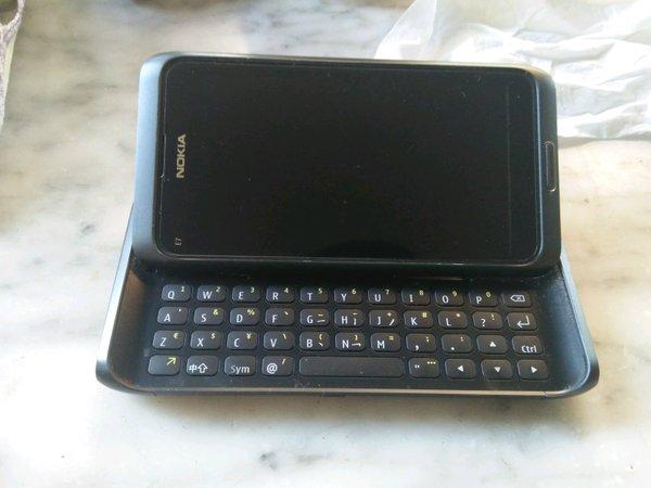 Nokia e7 abu abu