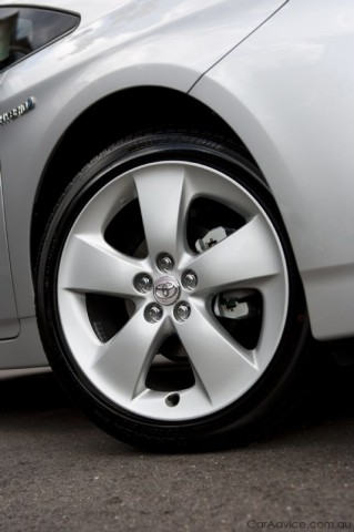 Toyota Prius Gets 17 Inch Wheels Photos Caradvice