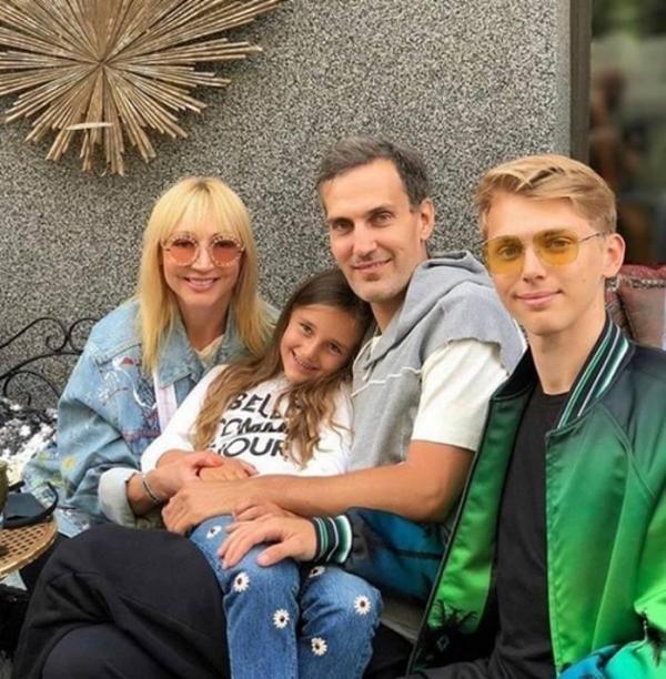 Орбакайте с мужем позировала на семейном фото с Клавой и Дени