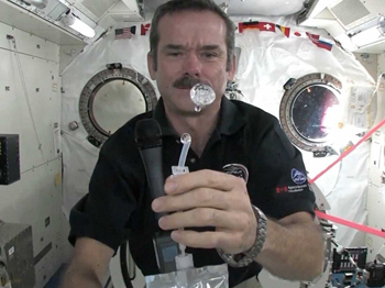 6 Ways Movies Get Space Wrong (by Astronaut Chris Hadfield ...