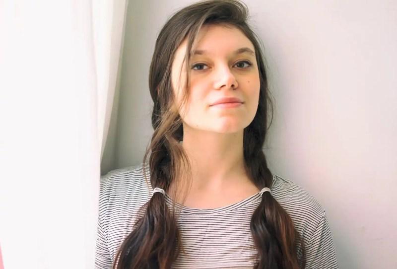 Natalia Ferrari se define como vegana, bisexual, atea y antinatalista.
