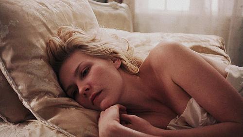 https://i1.wp.com/s3.favim.com/orig/43/actress-beauty-bed-blonde-kirsten-dunst-Favim.com-366466.jpg