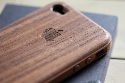 iPhone bamboo cover