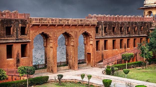 shutterstock_361959326-jaigarh-fort