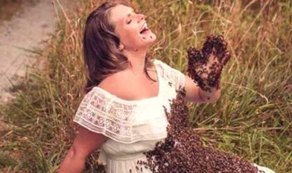 Pregnant Woman Poses With 20,000 Live Bees For Maternity ...