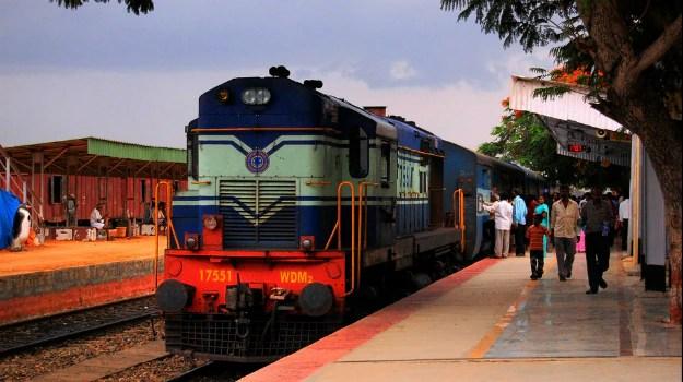 Za potovanje z vlakom se odloča vedno več ljudi