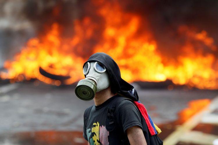 Image result for imagenes de las protestas en venezuela 2017