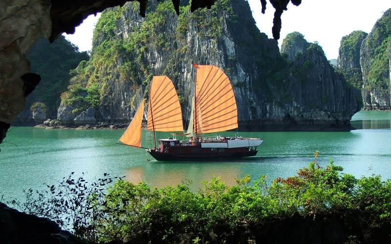 halong-bay-navio