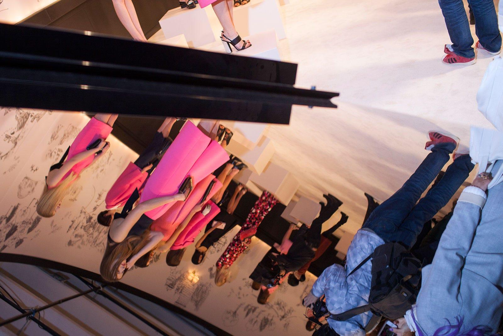 nyfw 2015 fall winter runway backstage models mirror image