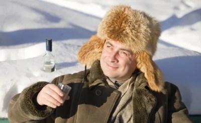 Tomar bebida alcoólica aquece em dias frios