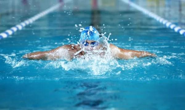 A prática de atividades físicas ajuda a melhorar o bem-estar físico e mental.