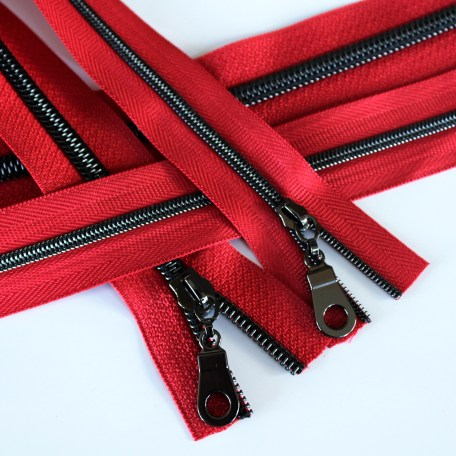 3-5-Nylon-Coil-Zipper-red-with-gunmetal-teeth