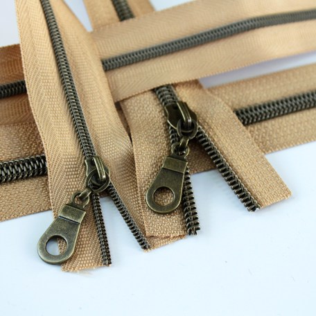 3-5-Nylon-Coil-Zipper-natural-with-bronze-teeth
