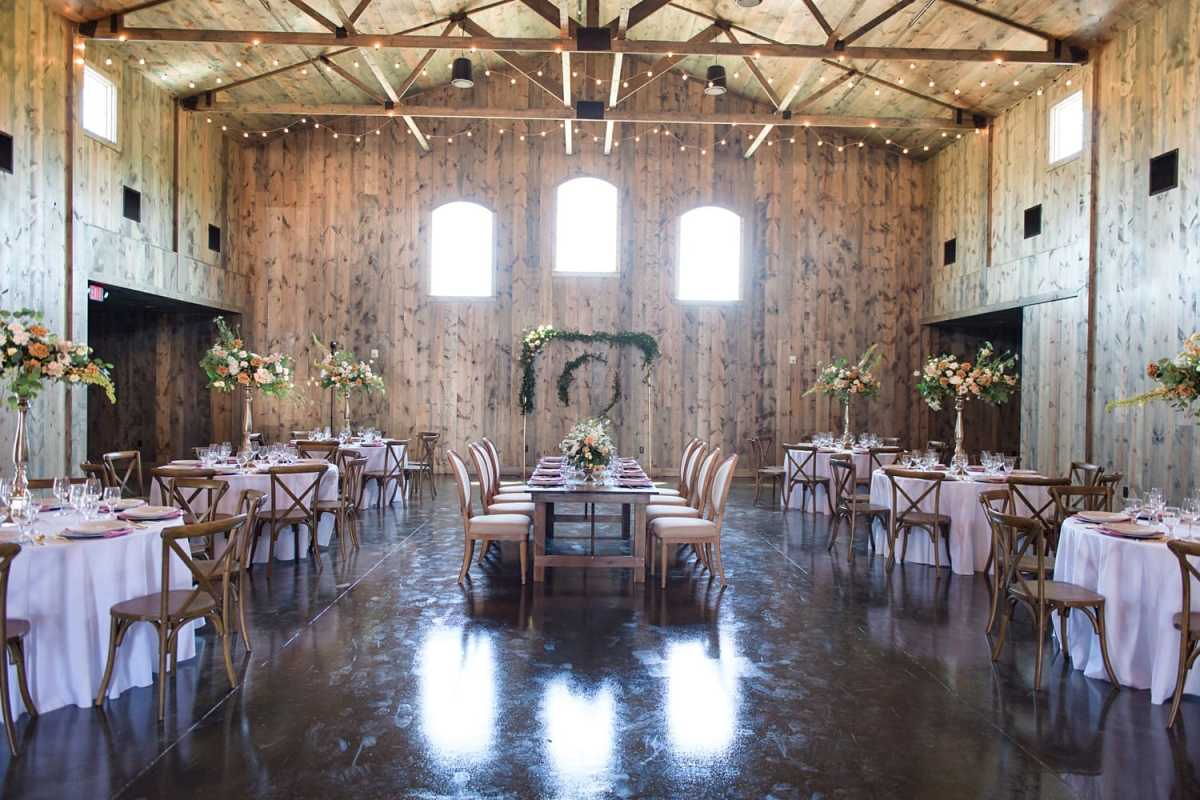 wedding reception at sun valley barn in pella iowa
