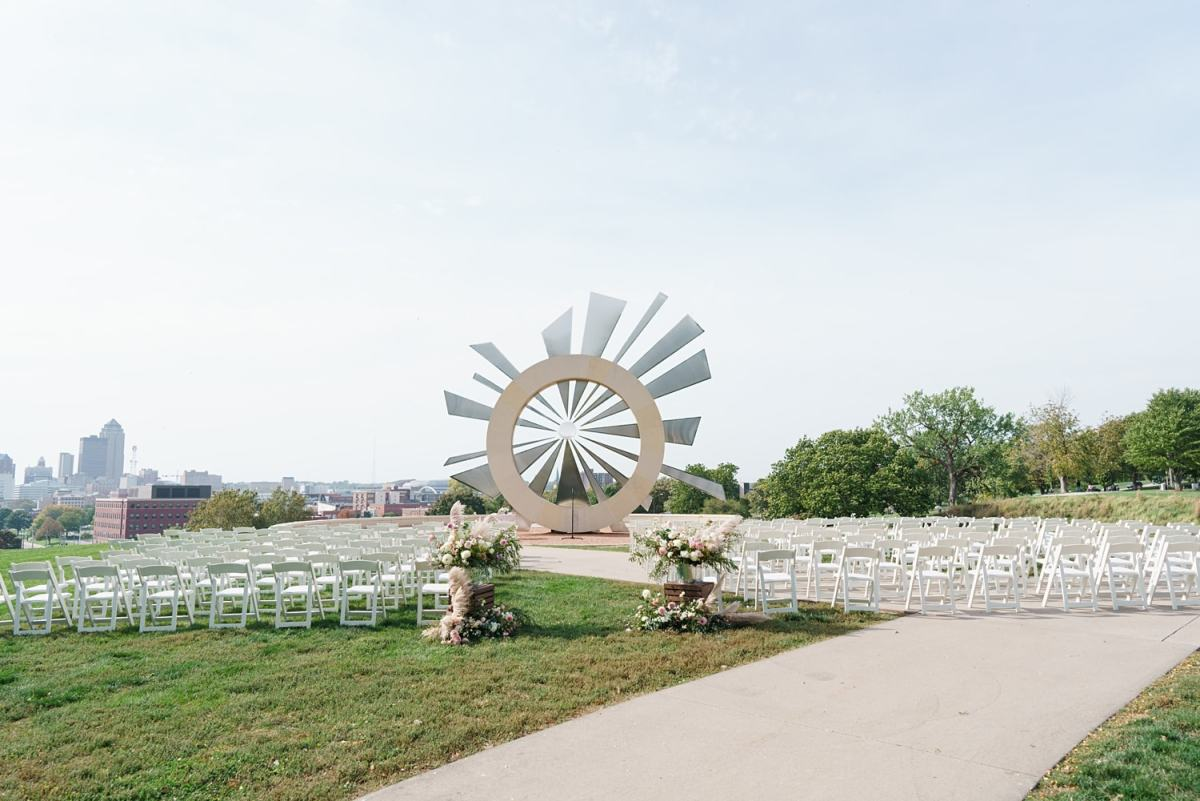 downtown des moines outdoor wedding ceremony