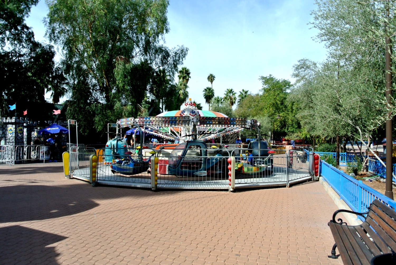 encanto park, park, local, az, phoenix, arizona, outdoor, outside, lake, amusement, rides, toddler, kids, fun, venture, adventure, autumn, family, baby, parenthood, motherhood, fatherhood, parents, play, enchanted island