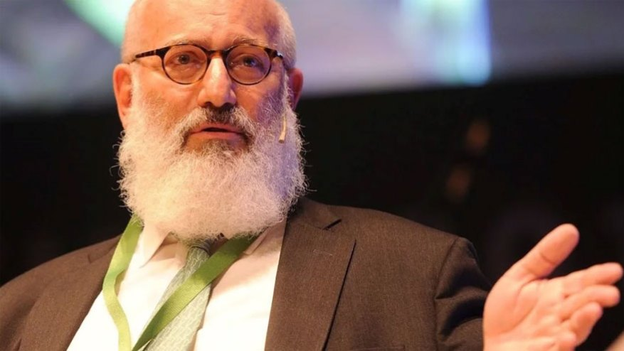 Eduardo Elsztain's family is the majority shareholder of Cresud, the controlling group of IRSA