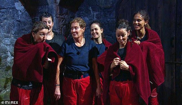 Gross: Las seis compañeras de campamento asumieron la última tarea el domingo por la noche en I'm A Celebrity ... ¡Sácame de aquí!