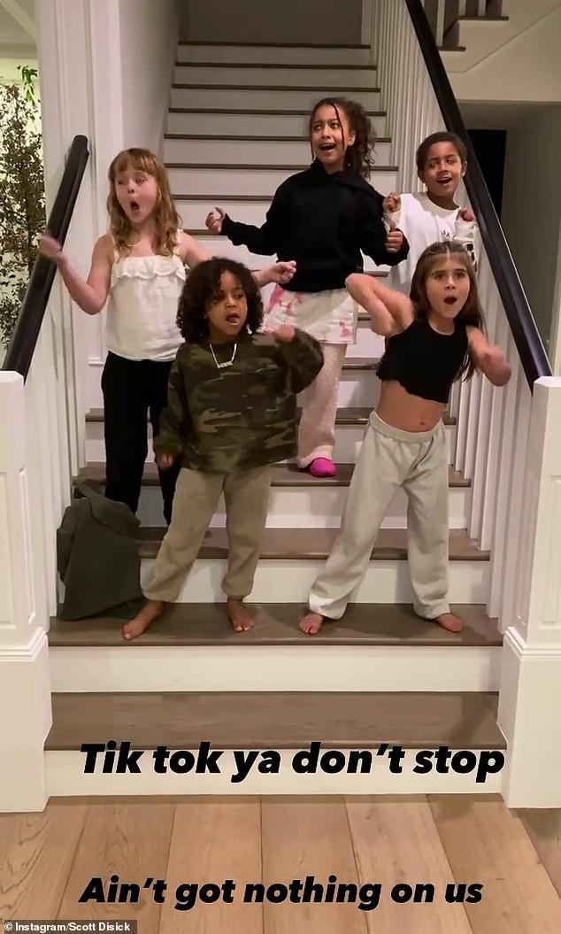 Controversial: las Kardashian han sido acusadas de apropiación cultural, después de que tres de los hijos de la familia y dos amigos realizaran un baile haka tradicional de Nueva Zelanda en TikTok durante el fin de semana.