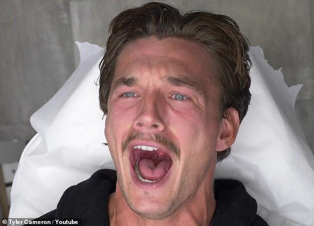 Manscaping Monday: Tyler Cameron probó su umbral de dolor con su amigo Matt James para 'Manscaping Monday' mientras se depilaban bikini brasileño con sus hermanos, publicando sus divertidas reacciones en YouTube.