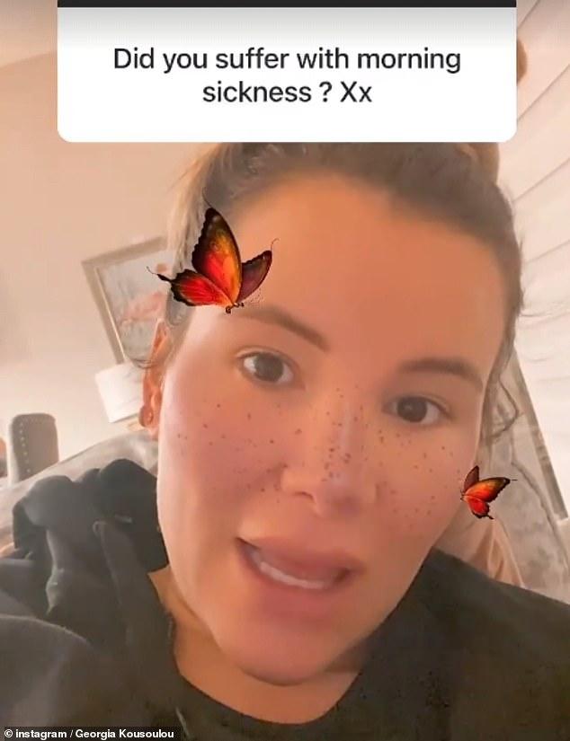 Sincero: Georgia Kousoulou ha revelado que se sentía 'constantemente con resaca' durante su primer trimestre mientras hablaba sobre su embarazo durante una sesión de preguntas y respuestas en Instagram