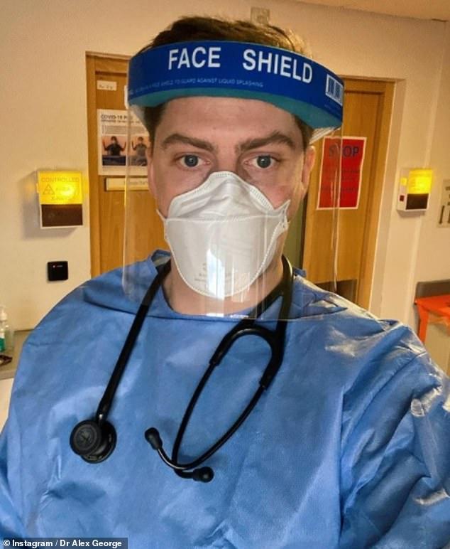 Orgulloso: el Dr. Alex George, de 30 años, ha sido elogiado por los fanáticos por su incansable trabajo en la primera línea del NHS durante la pandemia de COVID-19.